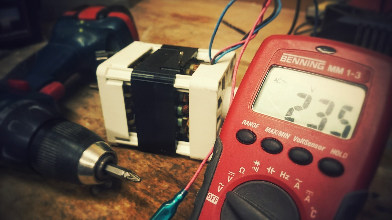 Magyarországon gombamód szaporodnak az elektromos töltők és drámaian nő a töltések száma