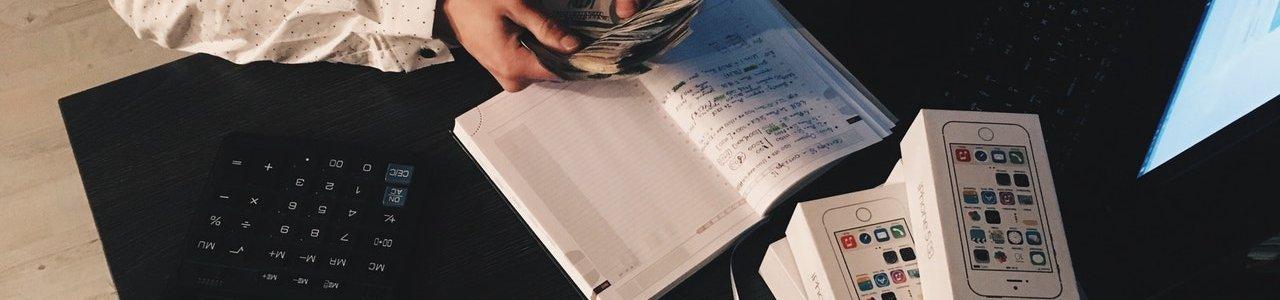 Új honlappal segítené a kormány a pénzügyi döntések meghozatalát