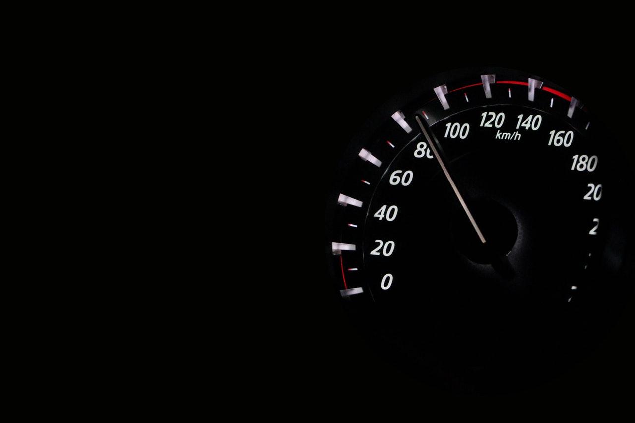 Elkeserítő baleseti statisztika: gyakran a gyorshajtás aludas
