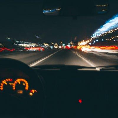 Súlyos baleset: forgalommal szemben hajtott egy autó az M5-ön