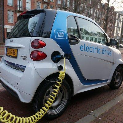 Európában minden 50. új autó tisztán elektromos