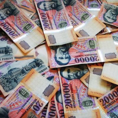 A pénzügyi, biztosítási tevékenységet végzők keresnek a legjobban