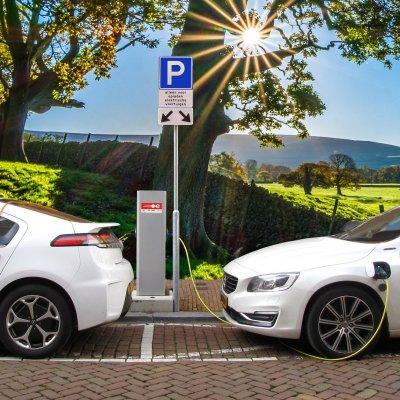 Meglódulhat idén a tisztán elektromos autók eladása