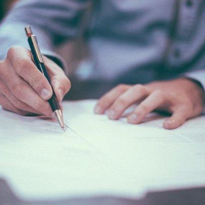 Már a fotelből is aláírhatja: teljesen papírmentessé vált a biztosításkötés