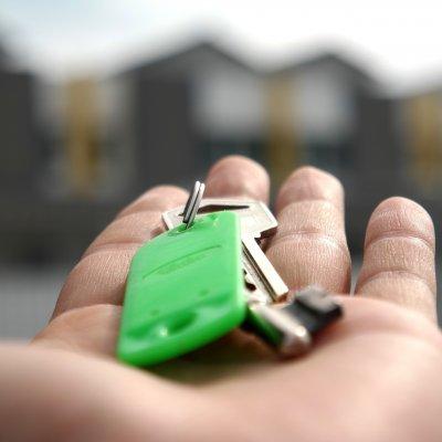 Lakáspiac: az árak nem, az adásvételek száma nőhet
