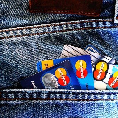 Visszaszorulóban a hitelkártyák