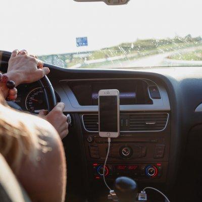 Elenyésző számú balesetet okoz a sebességhatárok megszegése