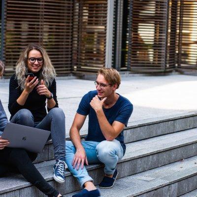 Egyre kevesebb fiatal tervez külföldi munkavállalást