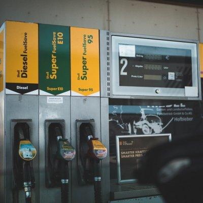 Árzuhanás jön a benzinkutakon