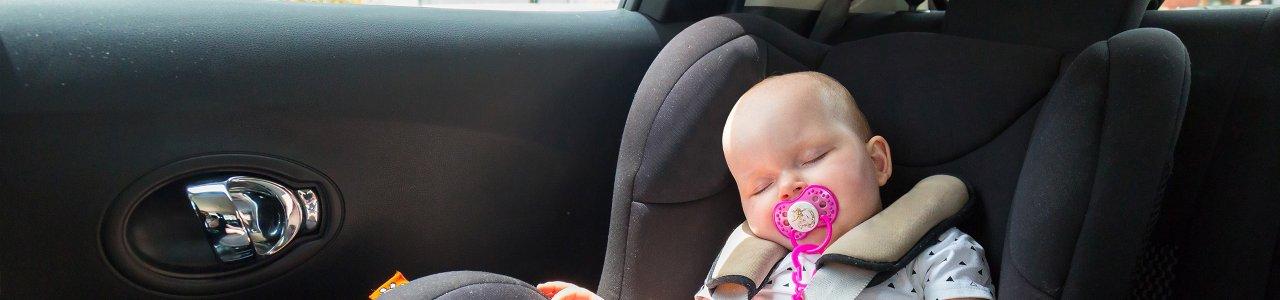 Autózás gyerekkel: így kösd le a figyelmüket egy hosszabb úton